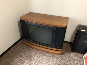 FREE Vintage Sony Console Television for Sale in Montesano, WA