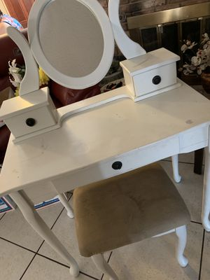 Makeup Desk for Sale in Chino, CA