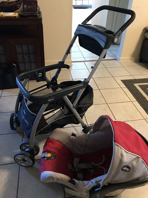 CHICCO car seat with key fit caddy for Sale in Gretna, LA