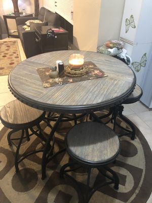 5 PCS HEIGHT ADJUSTABLE ROUND DINING TABLE SET WITH 4 ADJUSTABLE STOOLS GOOD CONDITION for Sale in Houston, TX