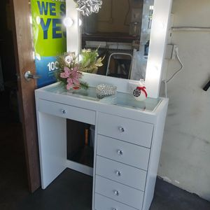 Makeup. Vanity for Sale in San Bernardino, CA