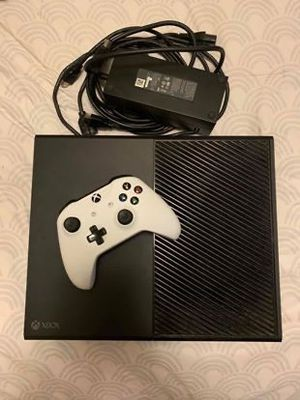 XBOX ONE w/ one controller for Sale in Columbus, OH