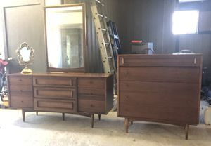 Mid Century Modern Bedroom Set Dresser w/mirror head board chest for Sale in Union, MO
