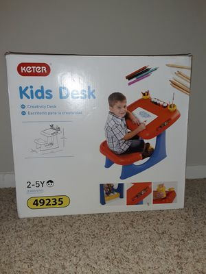 Keter kids creativity desk 2-5 year old for Sale in New Britain, CT