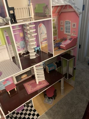 Girls doll house for Sale in Clackamas, OR