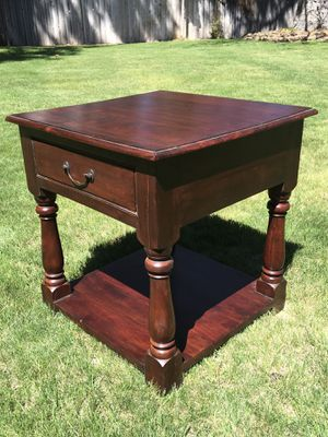Quality solid wood end table for Sale in Bend, OR