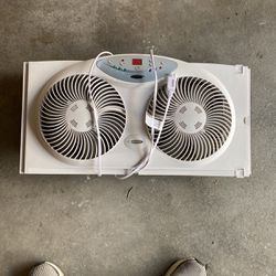 Bionaire Window Fan For Air Circulation for Sale in Redmond,  WA