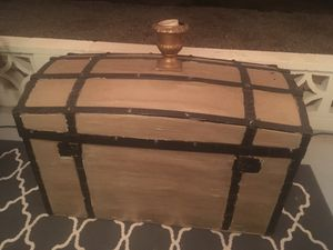 Antique steamer trunk/decorative coffee table for Sale in Sun City, AZ