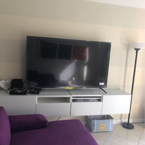 70' INCH SMART TV ONN BRAND for Sale in Hollywood, FL
