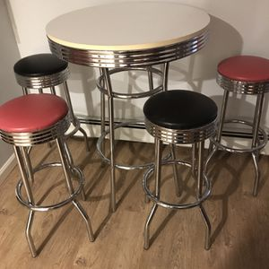 50s Nostalgic High Table And Stools for Sale in Wallingford, CT