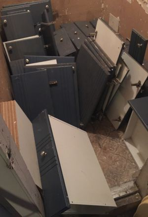 FREE! Kitchen drawers & cabinet doors with stainless steel knobs, and shelves... for Sale in Miami, FL