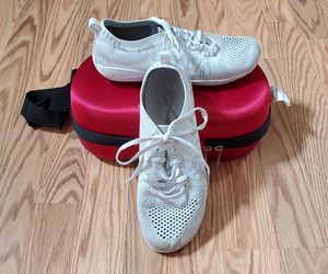 Nfinity flyte shoes w/case for Sale in Sherwood, OR