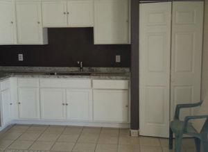 Kitchen Cabinets / Gabinetes de cocina for Sale in Phoenix, AZ
