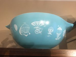 Vintage Pyrex 4qt large glass bowl for Sale in Round Lake, IL