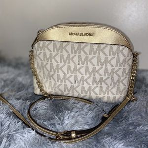 Authentic Michael Kors Purse And Small Mk Wallet for Sale in Des Plaines, IL