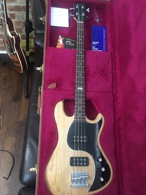 Gibson EB 2014 bass Perfect condition + original hard case for Sale in Chicago, IL