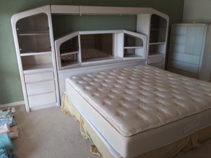 DRG ESTATE SALES........HEADBOARD W/ MIRRORS AND DRAWERS for Sale in Palm Desert, CA