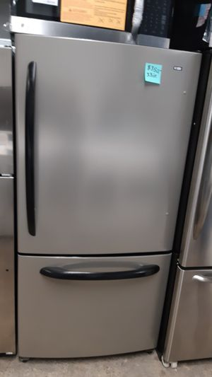KENMORE 33IN. STAINLESS STEEL BOTTOM FREEZER FRIDGE WORKING PERFECTLY 4 MONTHS WARRANTY for Sale in Baltimore, MD