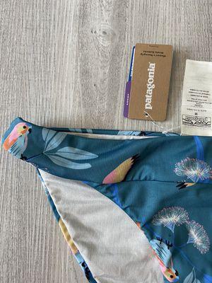 Patagonia NWT WOMENS Nanogrip Bikini Bottoms Medium Tasmanian Teal parrots 🦜 for Sale in Gilbert, AZ