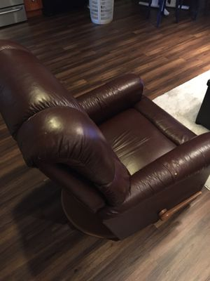 Leather couch and chair for Sale in Baton Rouge, LA