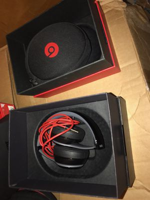 Apple Beats solo 2 wireless for Sale in Seattle, WA