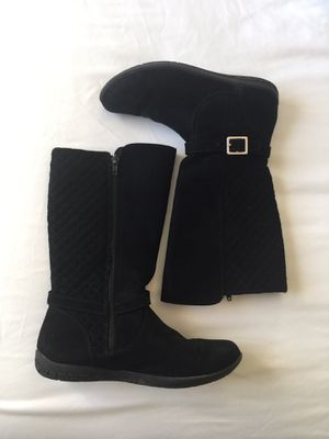 Size 4 big girl boots for Sale in Albuquerque, NM