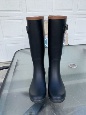 Black rain boots size 8 for Sale in Snohomish, WA
