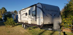 2014 Wildwood by Forest River 26' w/ 12' popout for Sale in Mesa, AZ