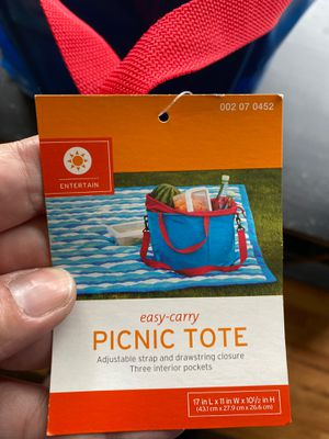 Easy carry picnic tote for Sale in Lacey, WA