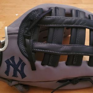 New York Yankees Custom Softball Glove for Sale in Ontario, CA