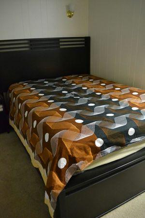 Bedroom set (Queen) for Sale in Manassas, VA