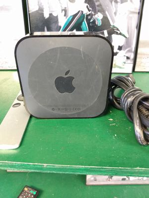 Apple TV 2nd generation model A1378 with remote and power cord for Sale in Houston, TX