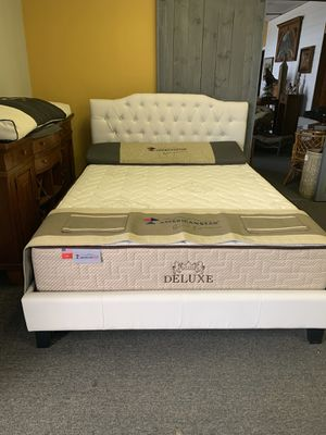 Queen size white platform bed with promo mattress free delivery for Sale in Dalworthington Gardens, TX
