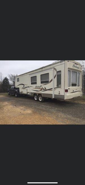 2000 keystone Challenger 5th wheel camper 31ft for Sale in Hartselle, AL