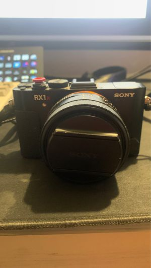 Sony rx1r ii 42.4 megapixels compact camera for Sale in Ladera Ranch, CA