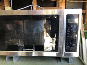Microwave is also an oven that crisps and baked food has both elements $75 for Sale in Littlerock, CA