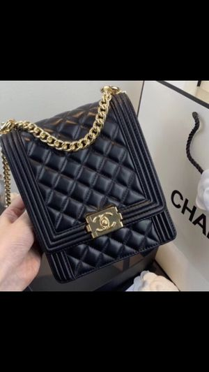 AUTHENTIC Quilted Chanel Vertical Boy bag for Sale in Naperville, US