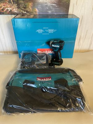 Malita impact drill lxt with charger and bag for Sale in Boca Raton, FL