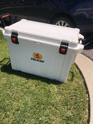 PELICAN™ ELITE COOLERS/ICE for Sale in Aurora, CO