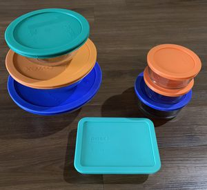 7 piece Pyrex bowl set with lids for Sale in Fairfax, VA