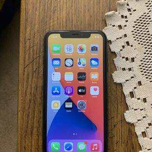 Unlocked iPhone 11 64gb for Sale in Rockville, MD