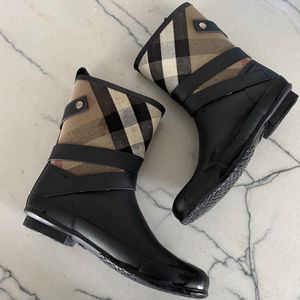 Burberry nova Plaid Rain Boots Size 10 for Sale in Chandler, AZ