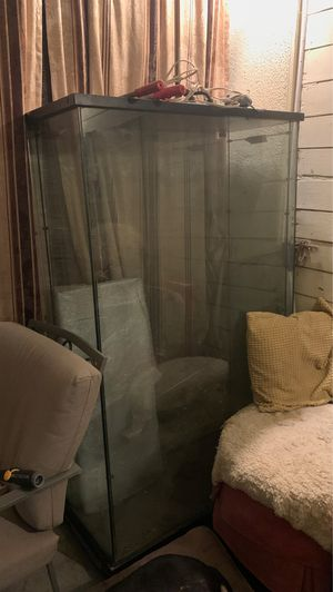 Glass case for Sale in Los Angeles, CA