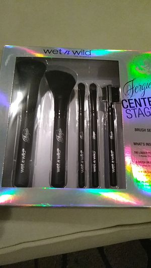 Fergie CENTER STAGE Makeup Brush Set for Sale in Columbus, OH