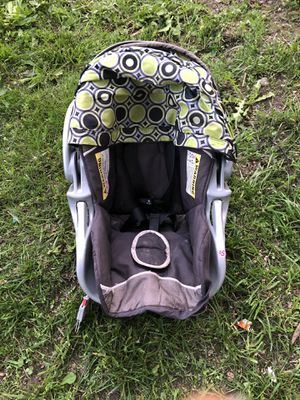 Baby Trend infant car seat and base for Sale in Flat Rock, MI