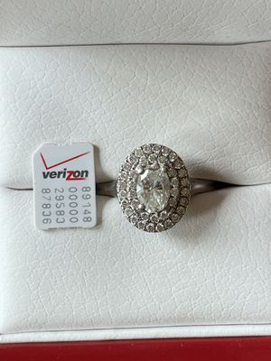 Oval double halo diamond engagement ring Platinum for Sale in Mount Vernon, WA