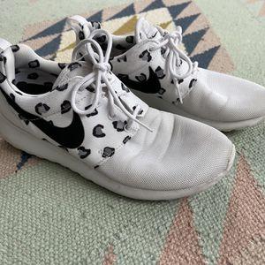 Women's Nike Roshe Run size 7 for Sale in Kirkland, WA