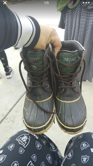 Yukon snow boots kids size 2 for Sale in Sanger, CA