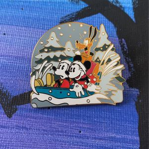 2004 Official Disney Pin Holiday Mickey Sledding for Sale in Portland, OR