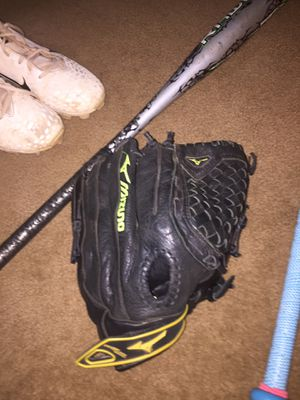 softball glove for Sale in Edmond, OK